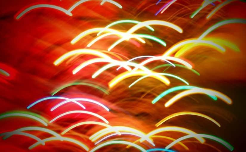 Distintos usos de los materiales que componen las pulseras fluorescentes