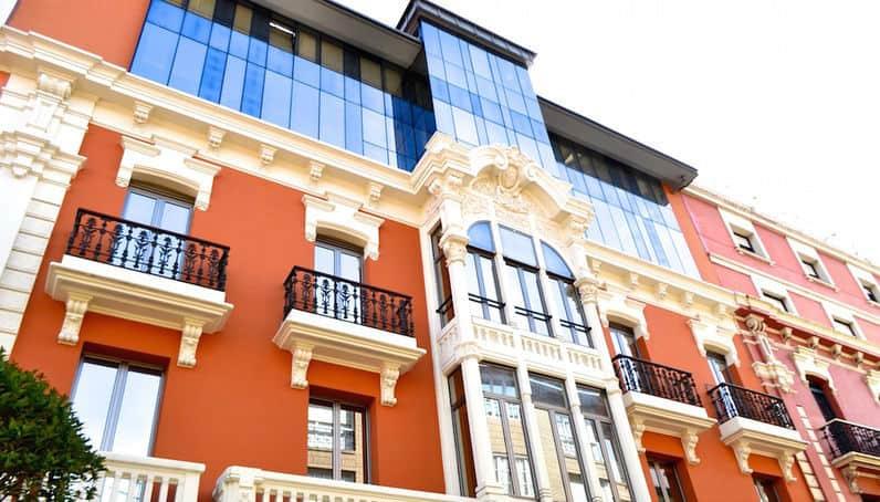 Edificio y su fachada rehabilitados